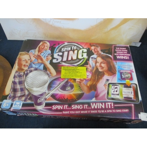 61 - SPIN TO SING BOXED GAME...