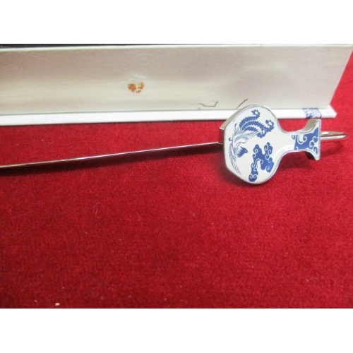 25A - CHINESE BLUE AND WHITE PORCELAIN BOOKMARK WITH BOX...