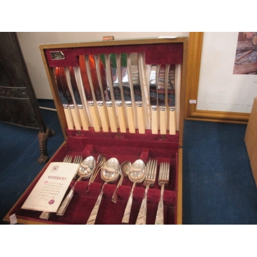 67 - THE SHROPSHIRE  VINERS CANTEEN OF CUTLERY...