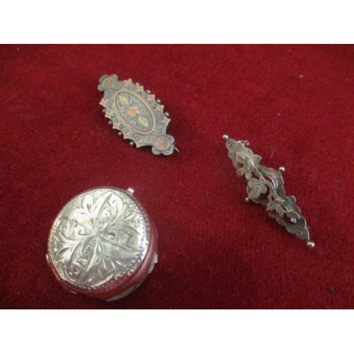 20 - BIRMINGHAM 1900 STERLING SILVER SOVERIGN HOLDER A.F. - SOME SOLDER RESIDUE AROUND EDGE PLUS 2 SILVER...
