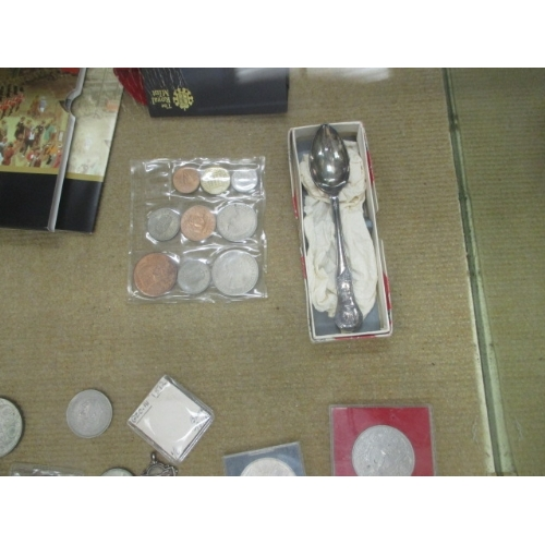 40 - AN 1812 PENCE SILVER BANK NOTE TOKEN AND OTHER COINS AND SETS...
