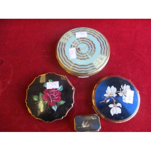 21 - TWO STRATTON MIRROR COMPACTS, ONE STRATTON  PILL BOX AND 1 OTHER COMPACT...