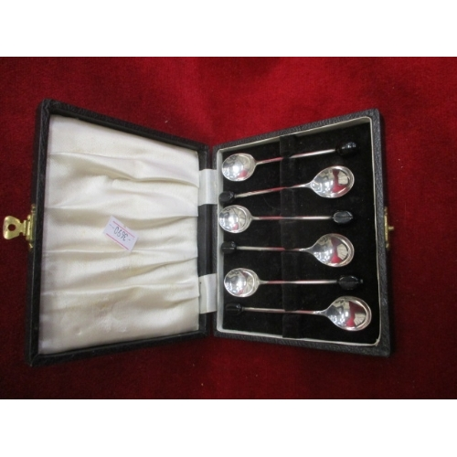23 - SET OF 6 HALLMARKED SILVER COFFEE BEAN SPOONS IN CASE...