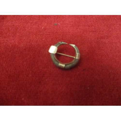 23 - GOLD METAL HAIR MOURNING BROOCH...