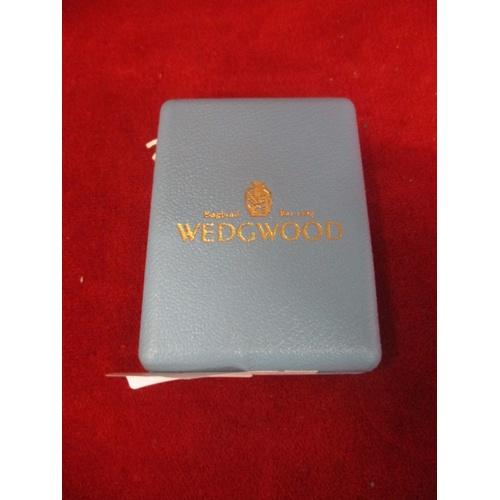 9 - JASPERWARE MEDALLION BY WEDGWOOD 1998 IN DISPLAY BOX...