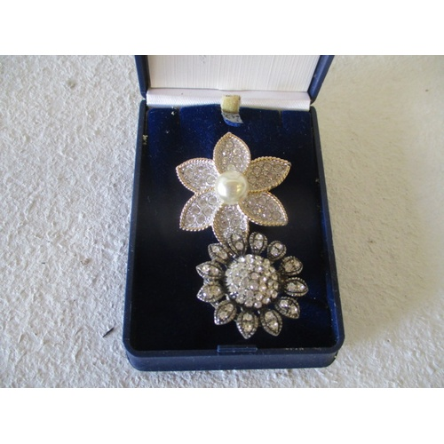 4 - DAISY BROOCH WITH CENTRAL DRESS PEARL SURROUNDED BY DIAMANTES AND A SUNFLOWER DIAMANTE BROOCH...