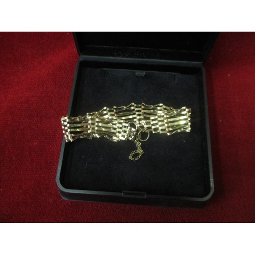 38 - 9CT GOLD 6 BAR GATE BRACELET WITH SAFETY CHAIN...