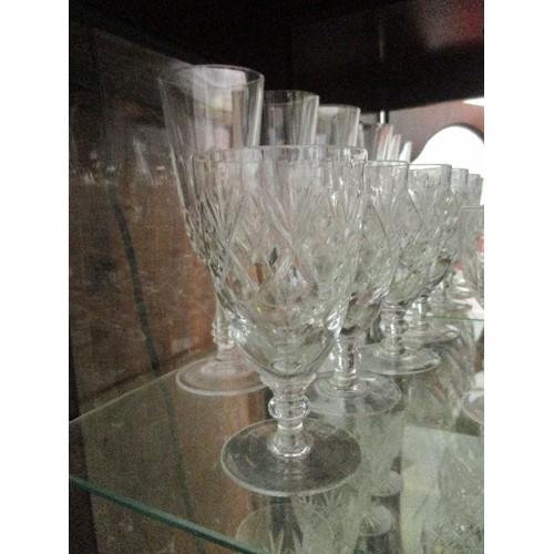 70 - QUANTITY OF CHAMPAGNE, WINE ETC DRINKING GLASSES & BLUE GLASS JUG