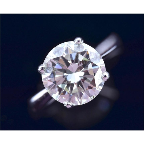 555 - An impressive 18ct white gold and solitaire diamond ring  the roundbrilliant-cut diamonds of approx...