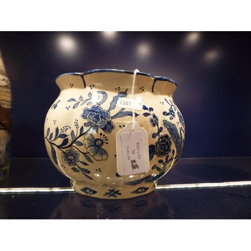20 - A late 19thC/early 20thC Delft pot with pie crust rim and decorated with birds amongst blossoms and ...