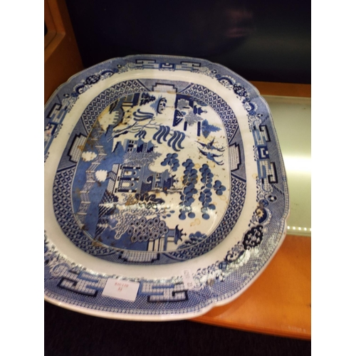 53 - A large blue and white meat platter with willow pattern decoration