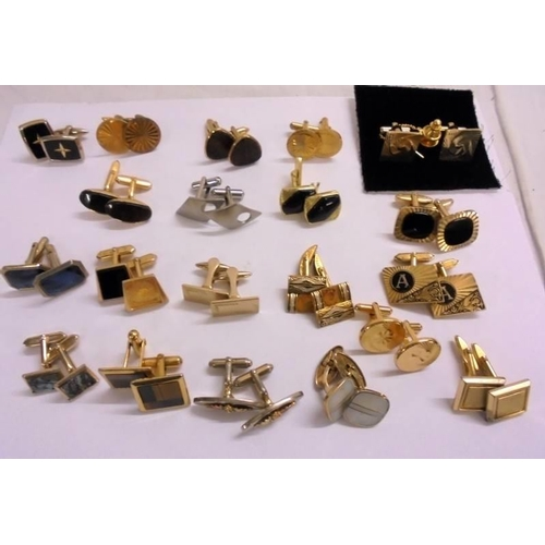 408 - 20 Pairs Cufflinks, gold tone classic style incl. set with tie tack, set with black etc....