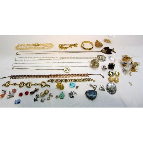 430 - Costume Jewellery rings, necklaces, cufflinks etc. incl. filigree purse necklace, cloisonne clasp et...
