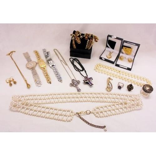 400 - Art de France Swarovski Crystal Earrings & Necklace & V&A Swarovski Crystal Earrings & Necklace, cro...