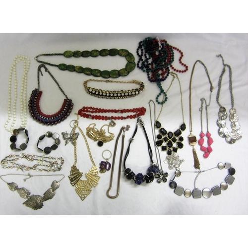 427 - Costume Jewellery Necklaces, chains, pendants etc....