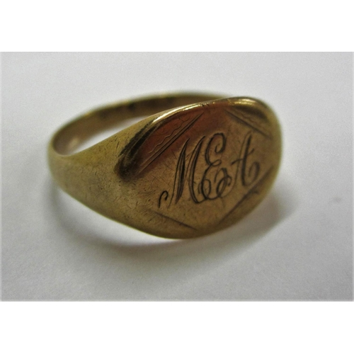 402 - 9ct Gold Signet Ring, size M...