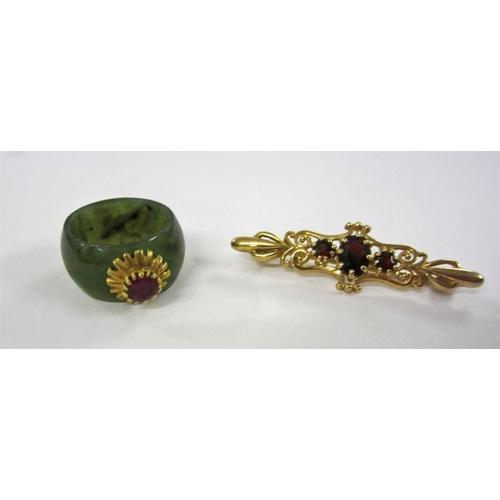 415 - 9ct Gold Garnet Bar Brooch & Yellow Metal Ring set jade & ruby, size H...