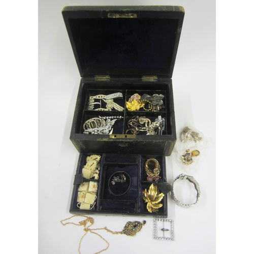 429 - Costume Jewellery incl. brooches, white metal bangle, paste set brooches, pins, watch straps, etc. (...