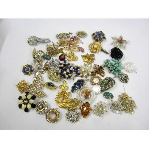 450 - Vintage & Vintage Style Costume Jewellery Brooches, paste set, enamelled, etc....