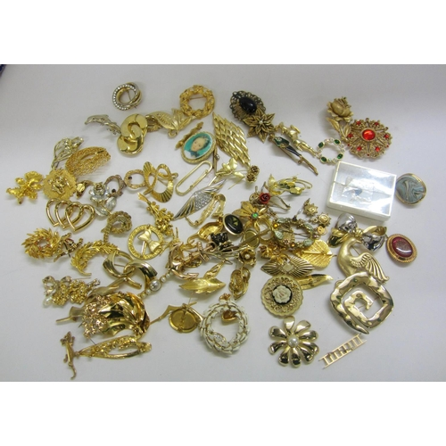 452 - Gold Tone Costume Jewellery Brooches, leaves, dolphin, etc....