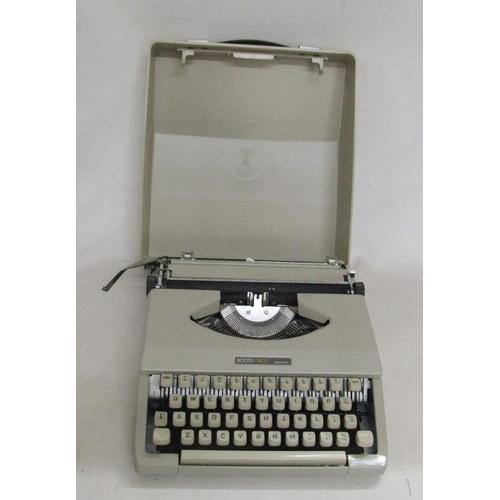 954 - Vintage Boots PT400 Portable Typewriter in case...
