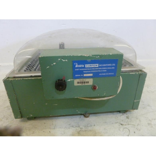 70 - Curfew Western Incubator, 10 to 50 voltage (A5)...