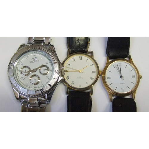 519 - Gents Wristwatches: Orlando with white dial, outer dial, 3 secondary dials, sweep second hand, Unnam...
