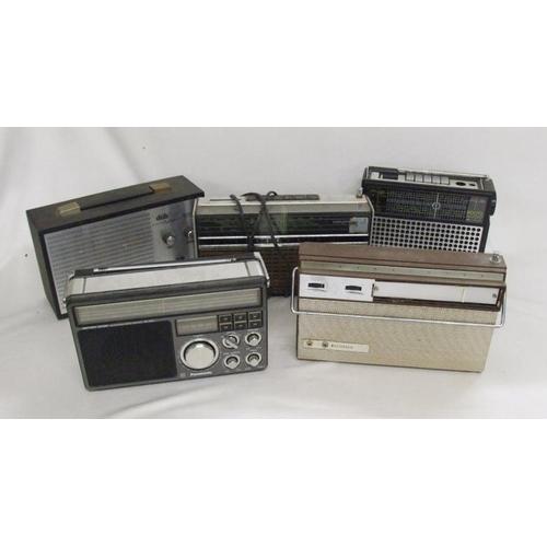 875 - Portable Radios incl. Panasonic RF-1405LBE, Master Radio, Dubreq 125, Boots TR800 & Grudig Elite 600...