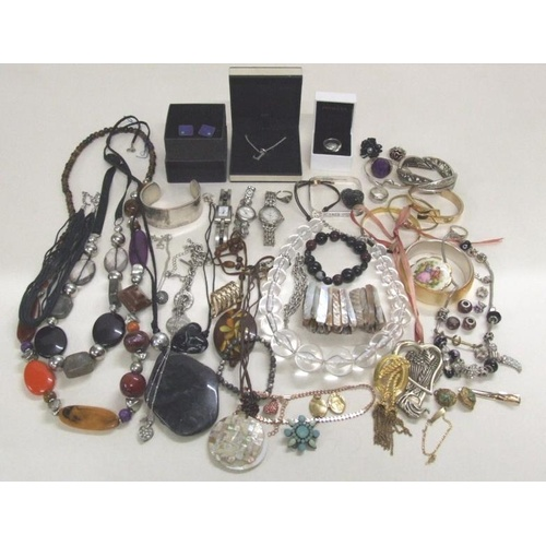 542 - Costume Jewellery incl. bracelets, pendants, necklaces, rings, cufflinks, brooches, Links pendant, w...