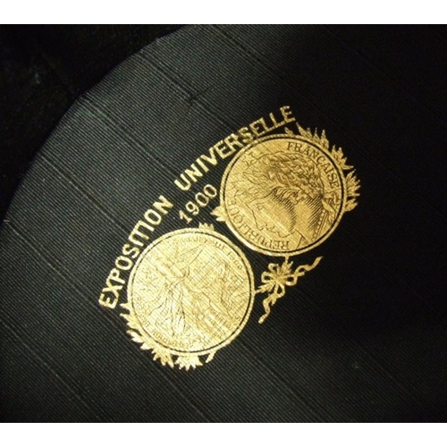 668 - Exposition Universelle 1900 Vintage Black Silk Collapsible Top Hat, measures 6 1/2