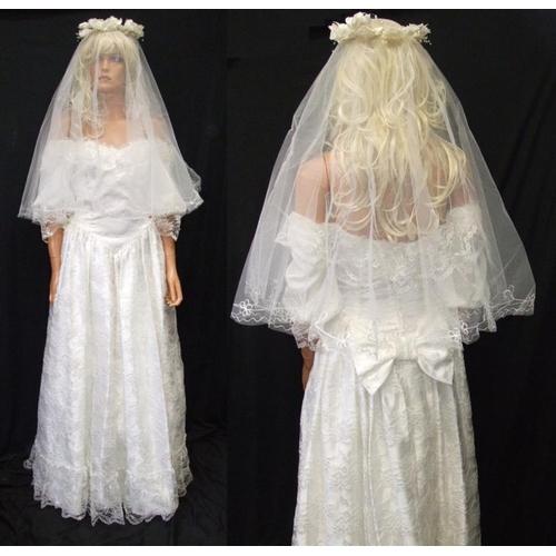 1173 - Vintage Wedding Dress with veil & headdress...