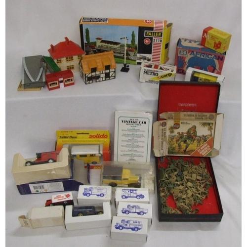 821 - Farrer 2110 Model Railway Building as new in box unopened, plastic buildings, signals, Britain's Zoo...