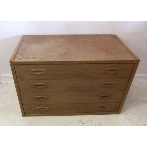 255 - Retro Style Chest of 4 Drawers (BWR)...