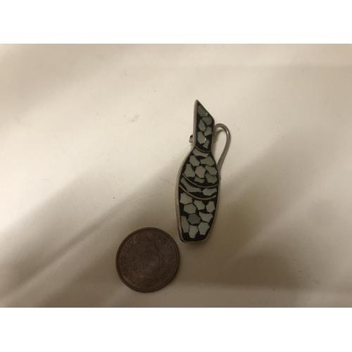40 - Sterling silver & MOP 'Jug' brooch