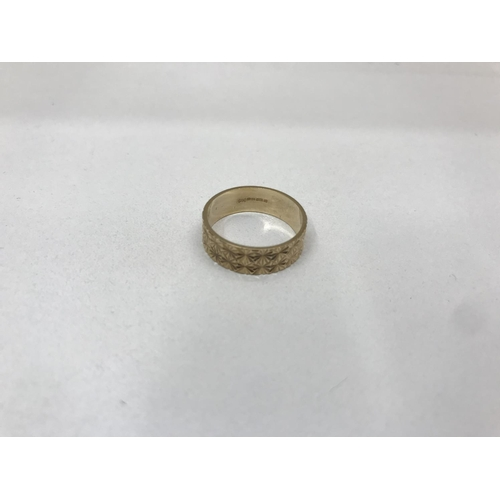 20 - 9ct gold wide band ring, 2.95g...