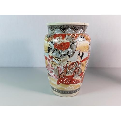 32 - Oriental vase...