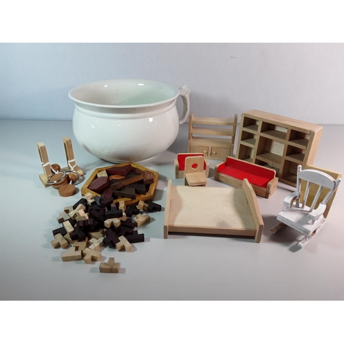 33 - Chamber pot & qty of dolls house furniture...