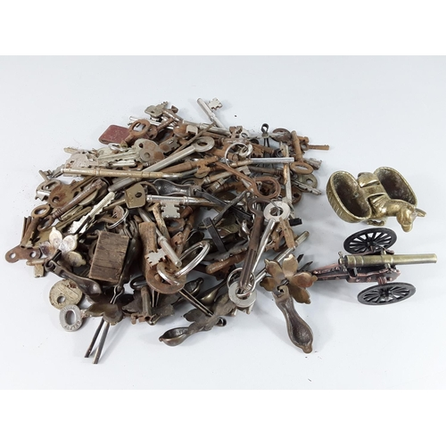 42 - Box of interesting items and tin of old keys...
