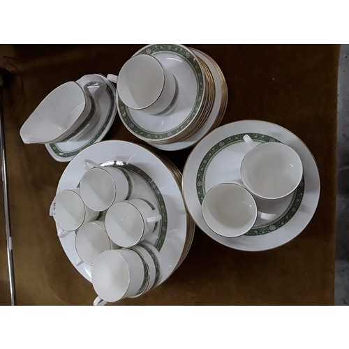 59 - Royal Doulton tea and dinner service in Rondelay pattern...