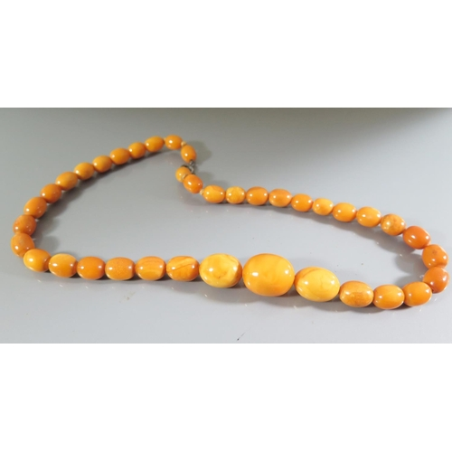 258 - An Amber Bead Necklace, 23.2g...