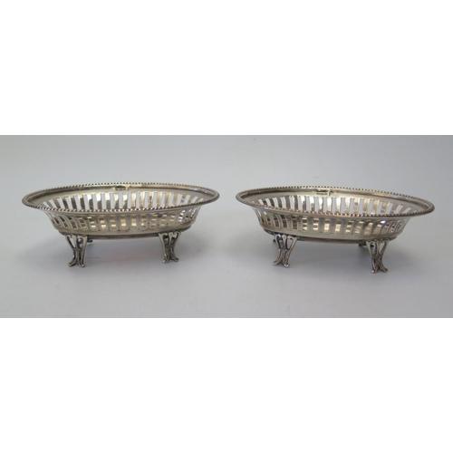 25a - A Pair of George V Silver Oval Bonbonnieres, Sheffield 1910, Walker & Hall, 109g...