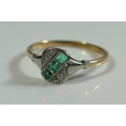 306 - An Art Deco Emerald and Diamond Ring in 18ct yellow gold and platinum setting, size S, 2.7g...