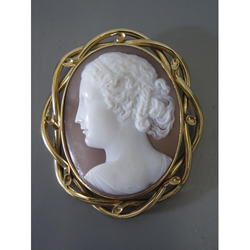 210c - A Victorian Shell cameo in precious yellow metal mount...