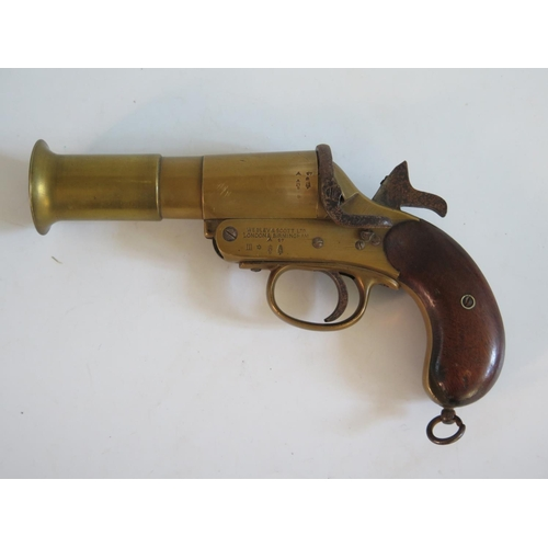 238 - A WWI Webley & Scott Ltd. Flare Gun, no. 64294, dated 17 A section 1 firearms license with the corre...