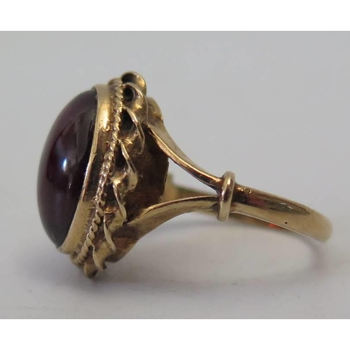 133 - A 9ct Gold Cabochon Garnet Ring, 5.4g...