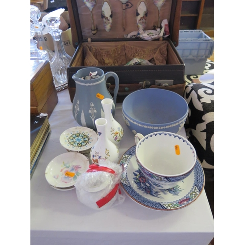 442 - A Selection of Ceramics including Wedgewood, Aynsley,  etc...