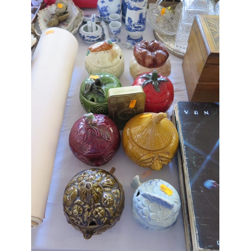 447 - Beswick Pickle Jars and Christmas 1914 tin...