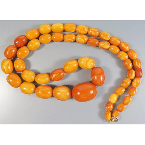 214 - A Graduated Baltic Butterscotch Amber Bead Necklace, largest c. 24 x 17mm, 43.3g...
