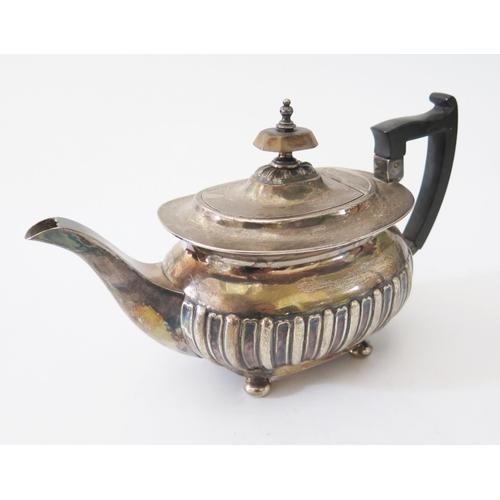 63 - An Edward VII Silver Teapot, Sheffield 1901, Walker & Hall, 432g...