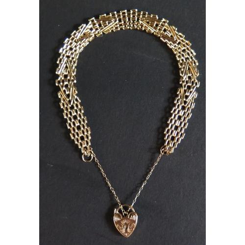 29 - A 9ct Gold Gate Link Bracelet, 8.1g...